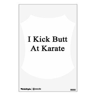 Golpeo extremo con el pie en el karate