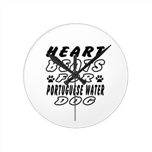 Golpes de corazón para el perro de agua portugués reloj de pared