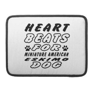 Golpes de corazón para el perro esquimal americano funda macbook pro