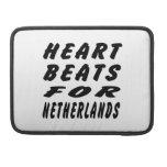 Golpes de corazón para Países Bajos Funda Para Macbooks