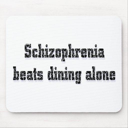 Golpes de la esquizofrenia que cenan solamente alfombrillas de ratones
