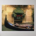 Góndola y restaurante, Venecia, Véneto, Italia Poster