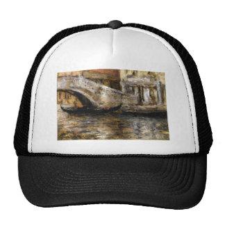 Góndolas a lo largo del canal veneciano (aka gorra