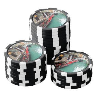 Góndolas en un canal veneciano fichas de póquer