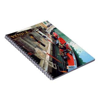 Góndolas en un canal veneciano notebook
