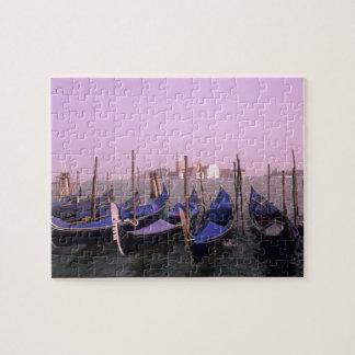 Góndolas listas para los turistas en Venecia Itali Puzzle