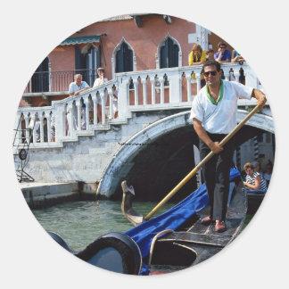 Gondolero cantante tradicional, Venecia, Italia Pegatina Redonda