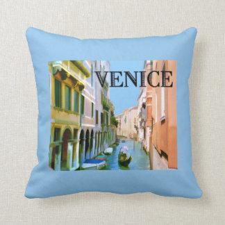 Gondolero en canal en Venecia Almohadas