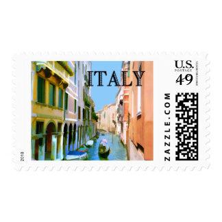 Gondolero en canal en Venecia ITALIA Franqueo