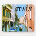 Gondolero en canal en Venecia ITALIA Alfombrilla De Ratón