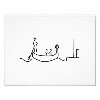 Gondolero en góndola en Venecia con la remada Fotografía
