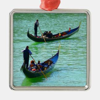Gondoleros venecianos adorno cuadrado plateado