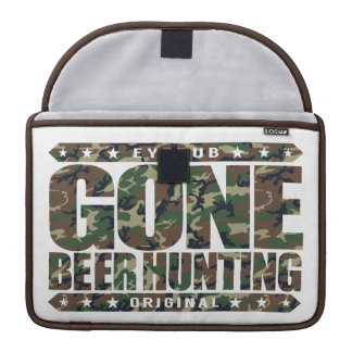 GONE BEER HUNTING - Skilled Hunter With a Six-Pack MacBook Pro Sleeve