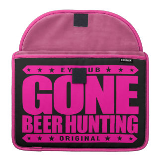 GONE BEER HUNTING - Skilled Hunter With a Six-Pack MacBook Pro Sleeves