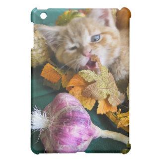 Goofy Thanksgiving Kitty Kitten w/ Garlic, Leaves iPad Mini Cases