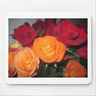 GORGEOUS BOUQUET OF ROSES MOUSE PAD
