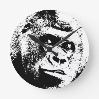 Gorila blanco negro del arte pop reloj redondo mediano