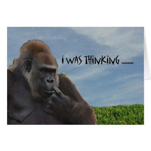 Gorila chistoso divertido del mono que consigue vi tarjeta de felicitación
