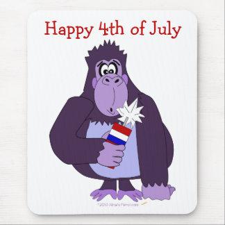 Gorila del dibujo animado con fuegos artificiales alfombrillas de raton
