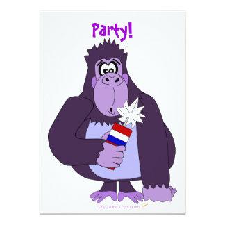 """Gorila del dibujo animado con fuegos artificiales invitación 5"""" x 7"""""""