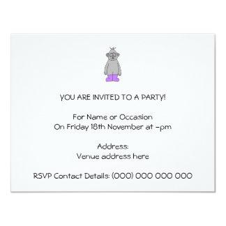 "Gorila del dibujo animado en botas púrpuras invitación 4.25"" x 5.5"""