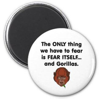 Gorila del miedo sí mismo imán redondo 5 cm