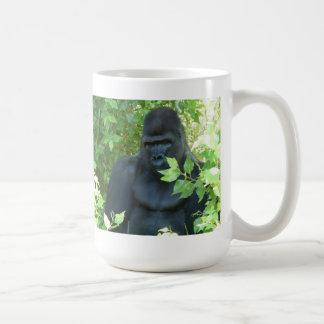 gorila en el arbusto tazas de café