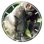 Gorila masculino de la tierra baja del Silverback  Reloj