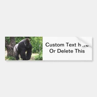 Gorila masculino down jpg principal que camina del etiqueta de parachoque
