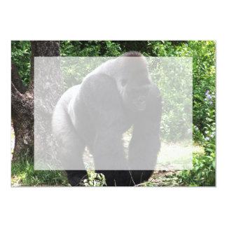 "Gorila masculino down.jpg principal que camina del invitación 5"" x 7"""