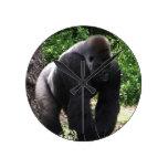 Gorila masculino down.jpg principal que camina del reloj