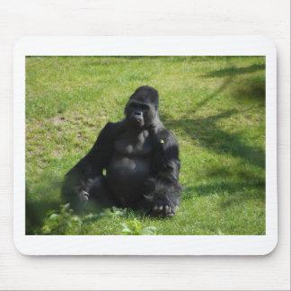Gorila negro dulce del mono tapetes de ratón