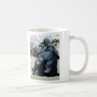 Gorila que se sienta taza