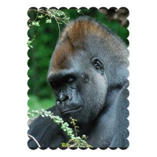 Gorila severo invitación 12,7 x 17,8 cm