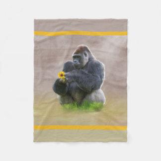 Gorila y margarita amarilla