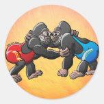 Gorilas de lucha pegatina redonda