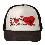 Gorra asiático del muchacho de los amores