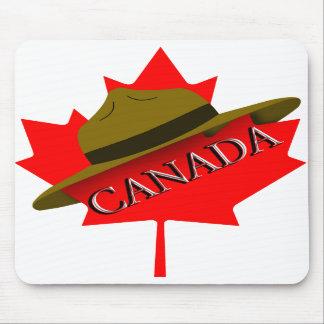 Gorra canadiense del Mountie en la hoja de arce ro Alfombrilla De Raton