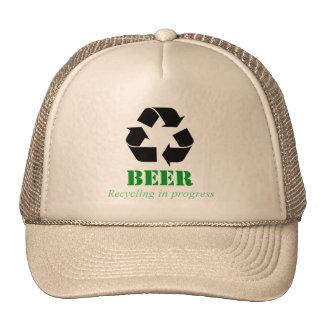 Gorra con la cerveza divertida que recicla decir