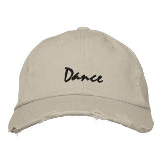 Gorra de béisbol oscura del texto de la danza