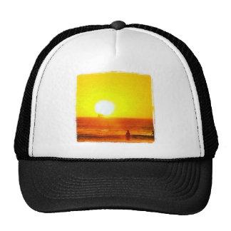 Gorra de la persona que practica surf del mar de S