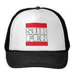 gorra de la resaca de la persona que practica surf