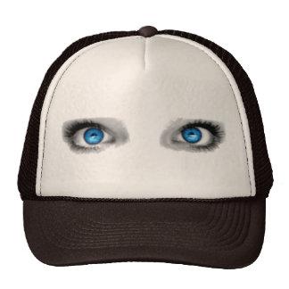Gorra de los ojos que miran fijamente