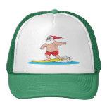 Gorra de Santa que practica surf