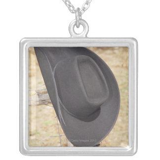 Gorra de vaquero en la cerca pendiente personalizado