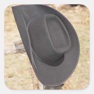 Gorra de vaquero en la cerca pegatina cuadradas personalizada