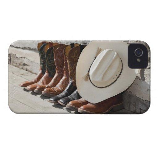 Gorra de vaquero en la fila de las botas de vaquer Case-Mate iPhone 4 fundas