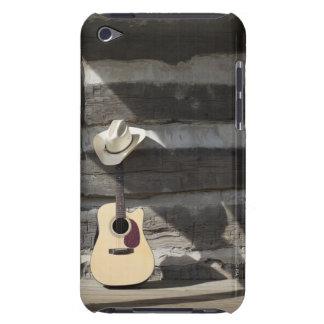 Gorra de vaquero en la guitarra que se inclina en  Case-Mate iPod touch coberturas