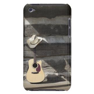 Gorra de vaquero en la guitarra que se inclina en  iPod Case-Mate cobertura