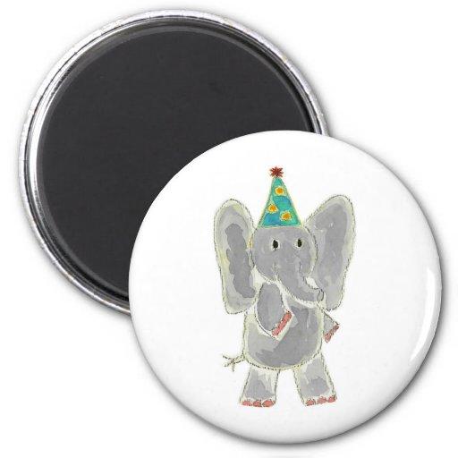 Gorra del cumpleaños del elefante imán para frigorifico
